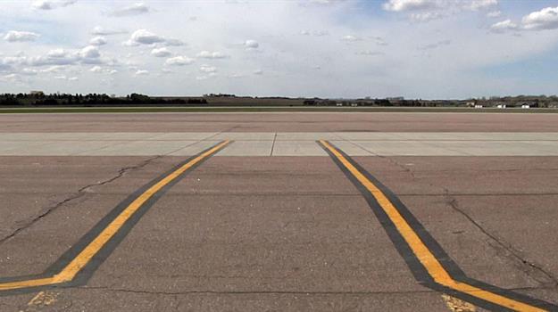 airport-runway_648422520621