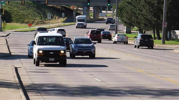 drivers-sioux-falls-cliff-avenue-traffic_654897540621