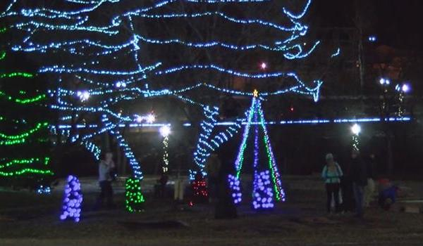 falls-park-sioux-falls-holiday-lights_812336540621