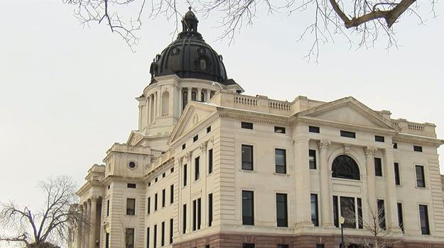 capitol-pierre-south-dakota-building_585304550621