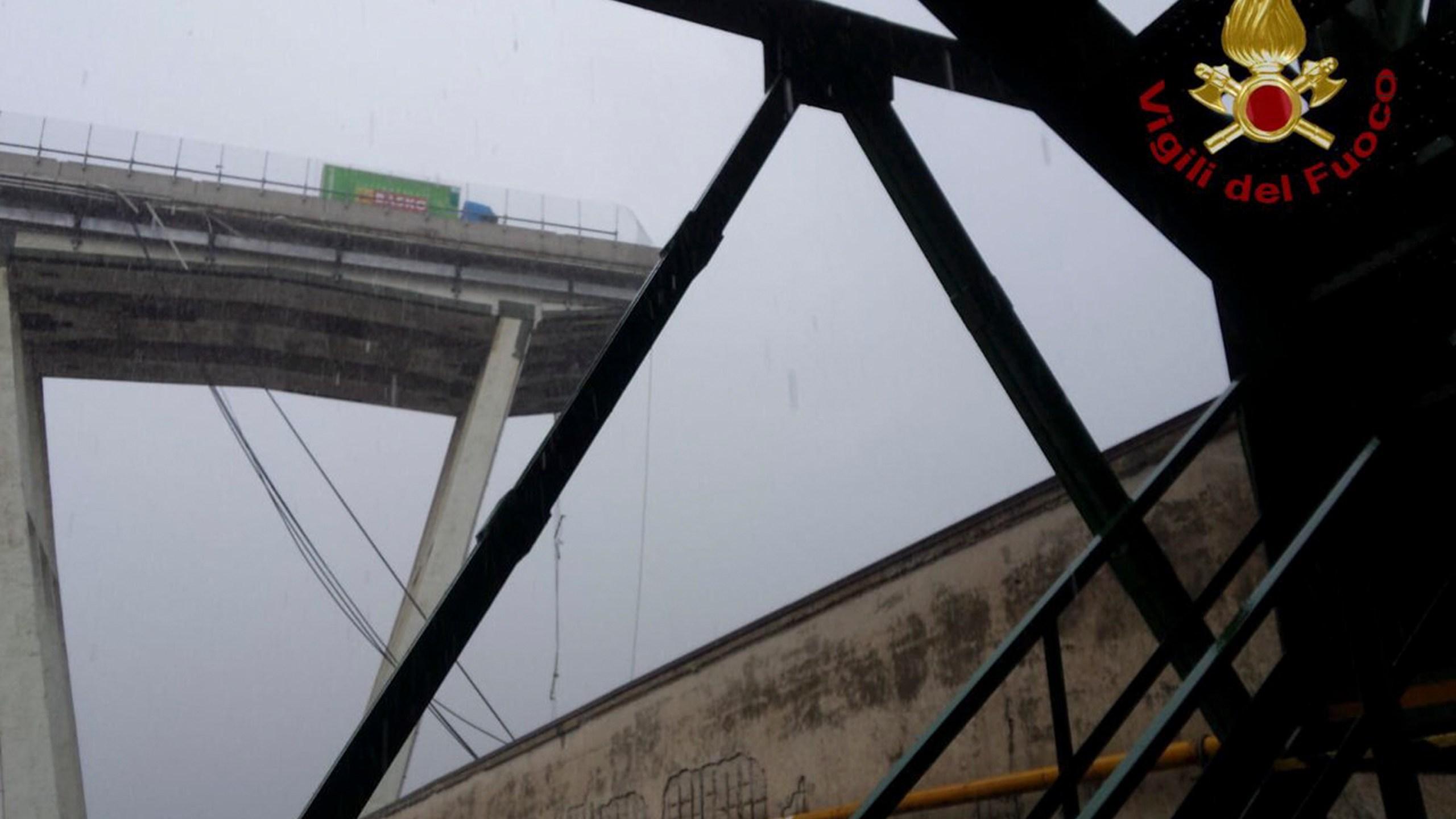 Italy_Highway_Collapse_87808-159532.jpg65275120