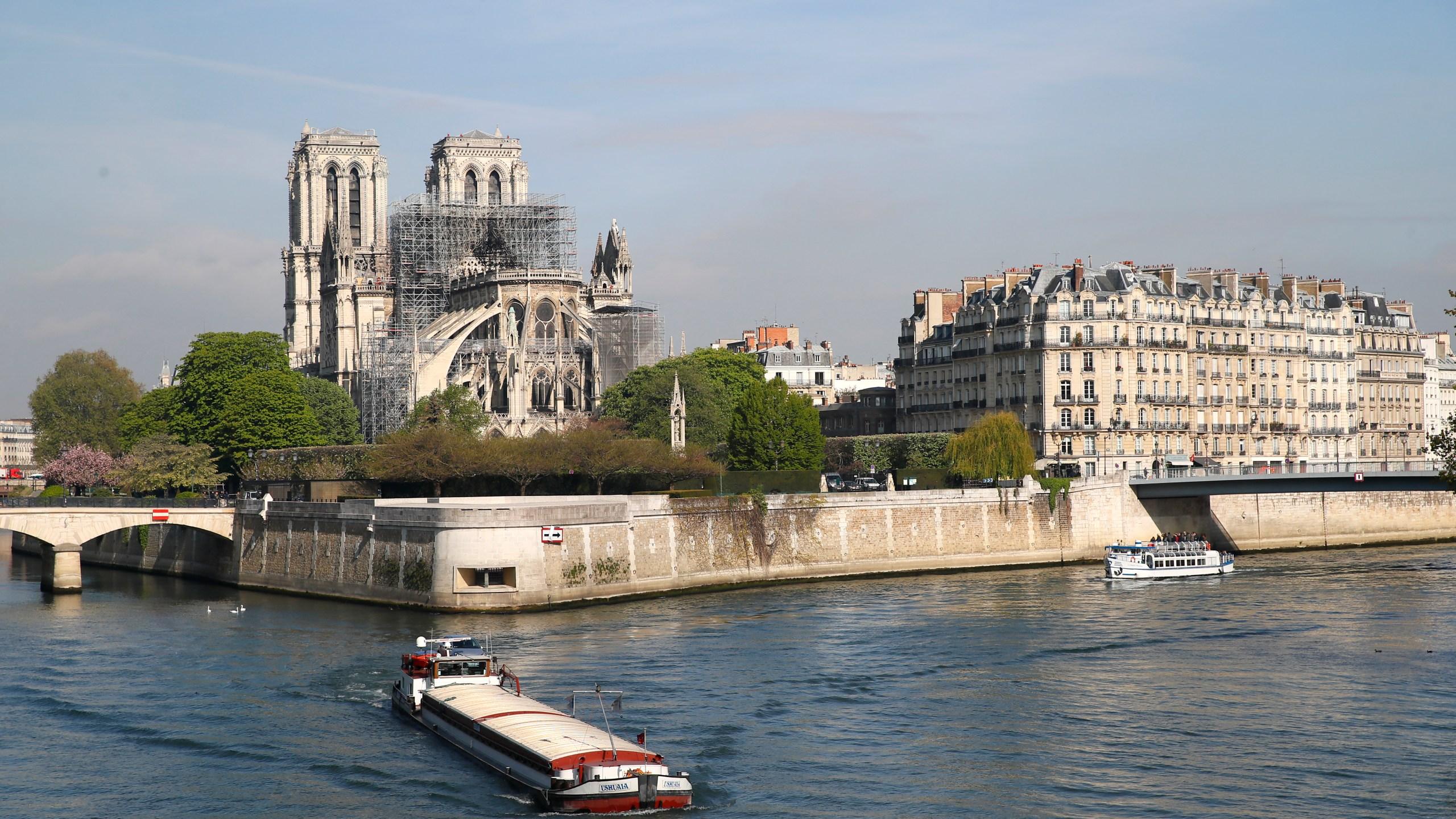 France_Notre_Dame_Fire_41905-159532.jpg73712831