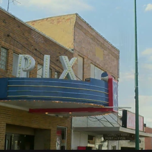 KELOLAND On The Road: Pix Theater