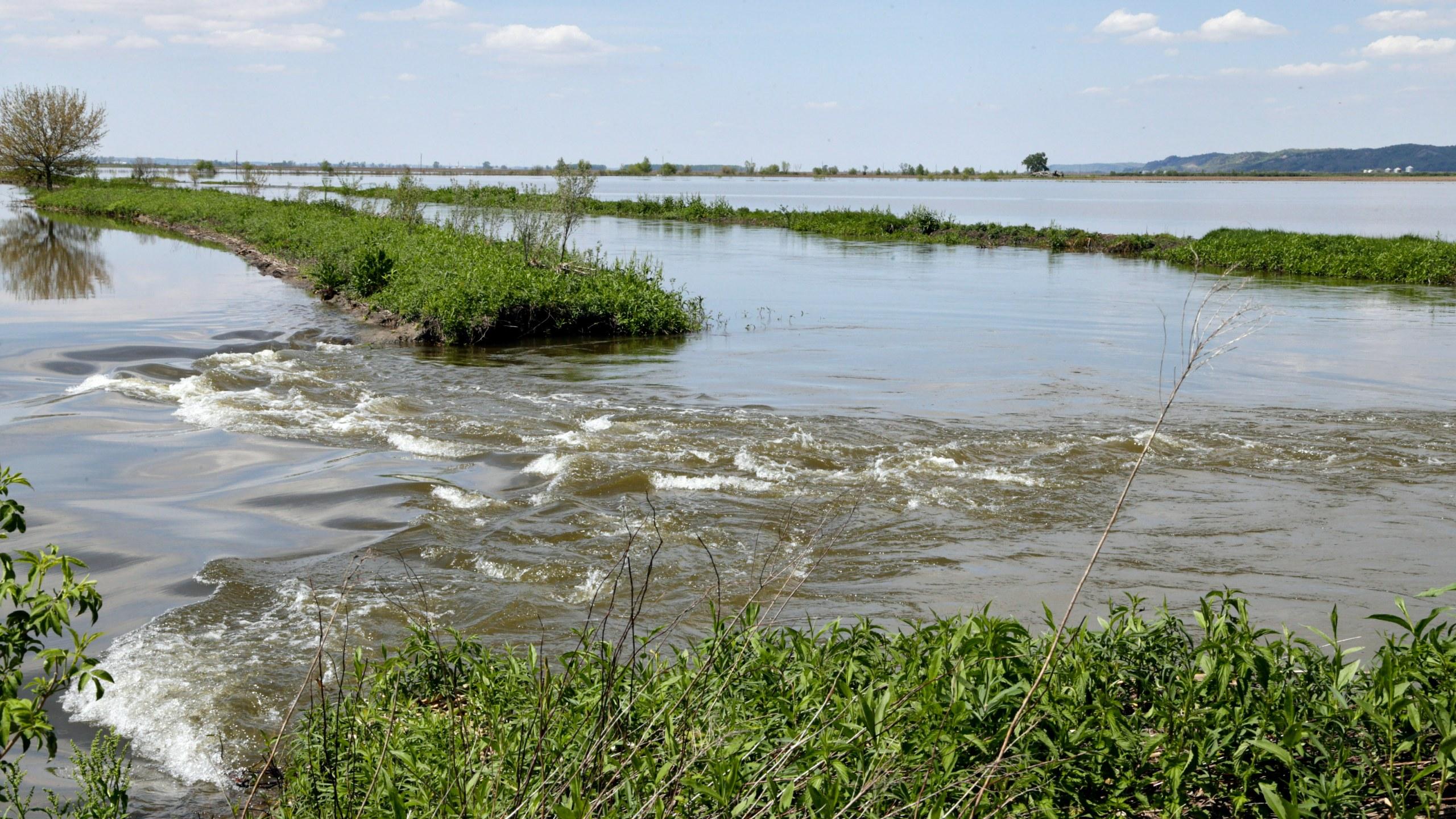Spring_Flooding_Levee_Repairs_09224-159532.jpg00338347
