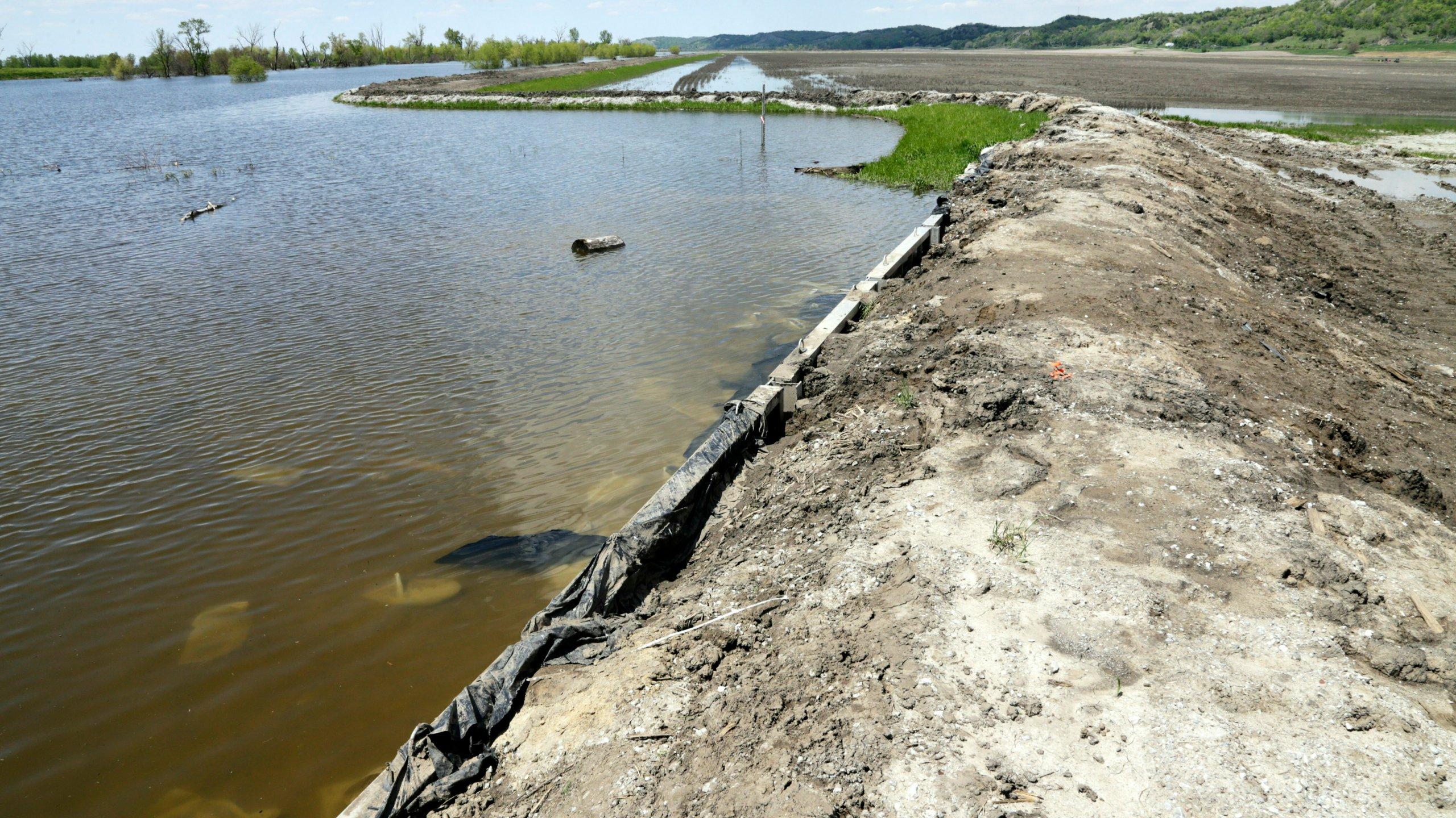 Spring_Flooding_Levee_Repairs_30646-159532.jpg44938455