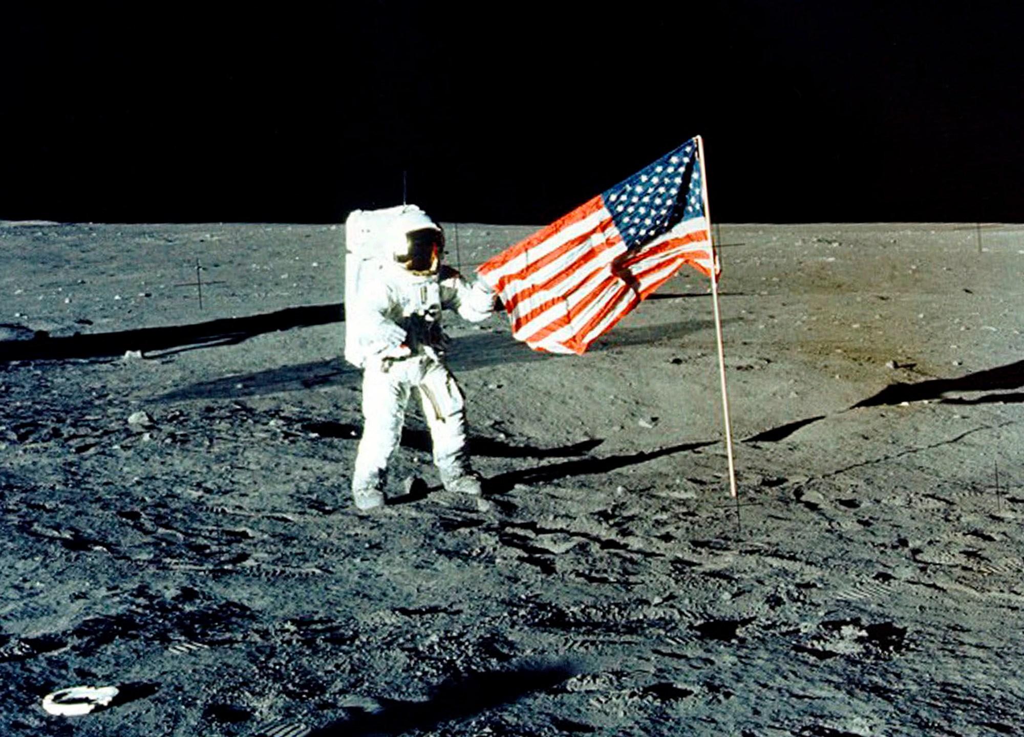 Moon_Landing_Poll_08855-159532.jpg02828459