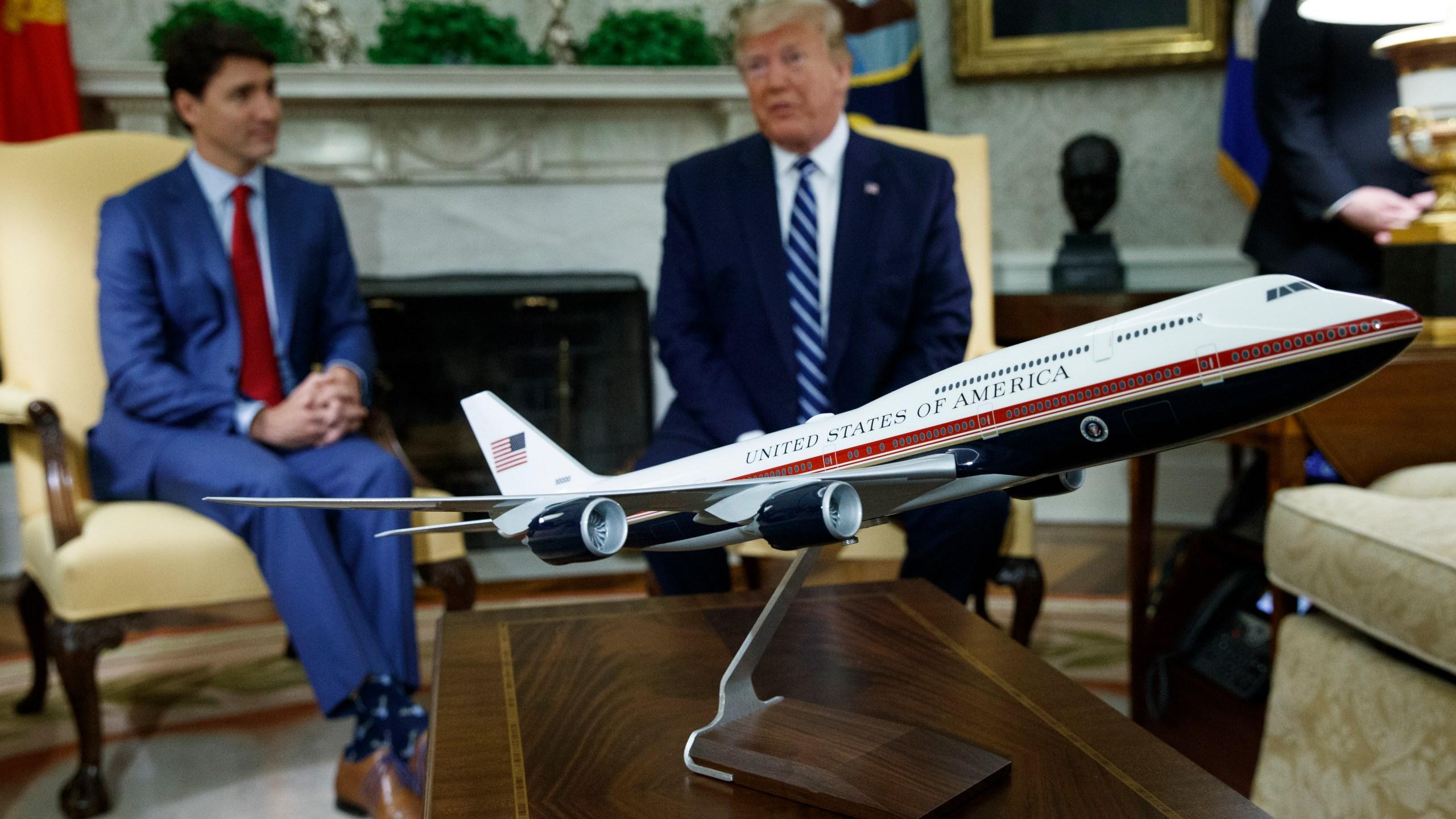Trump_Air_Force_One_35733-159532.jpg26843119
