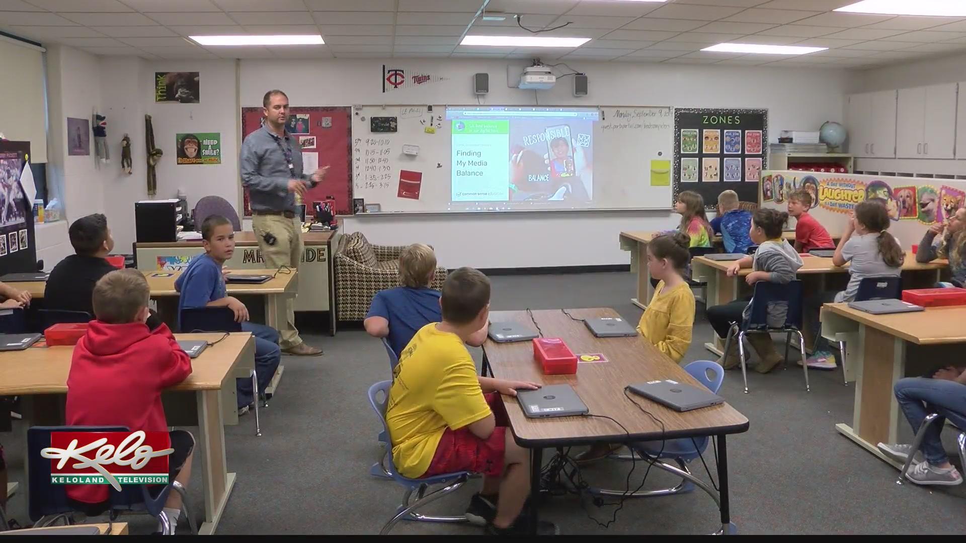 Tea Area Legacy Elementary teaching students online common