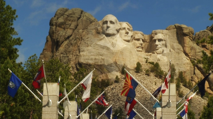 Fireworks return to Mount Rushmore
